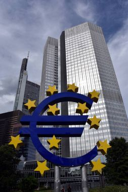 Euro sign outside the European Central Bank