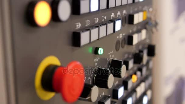 Červené tlačítko - průmyslové dálkové ovládání. Energetická bezpečnost - systém řídící panel