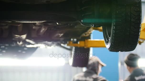 Auto v automobilové služby pro upevnění, vodní toky z kola