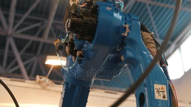 Macchina robotizzata automatica - braccio meccanico per la saldatura industriale
