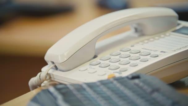 Telefon v kanceláři. Detailní záběr
