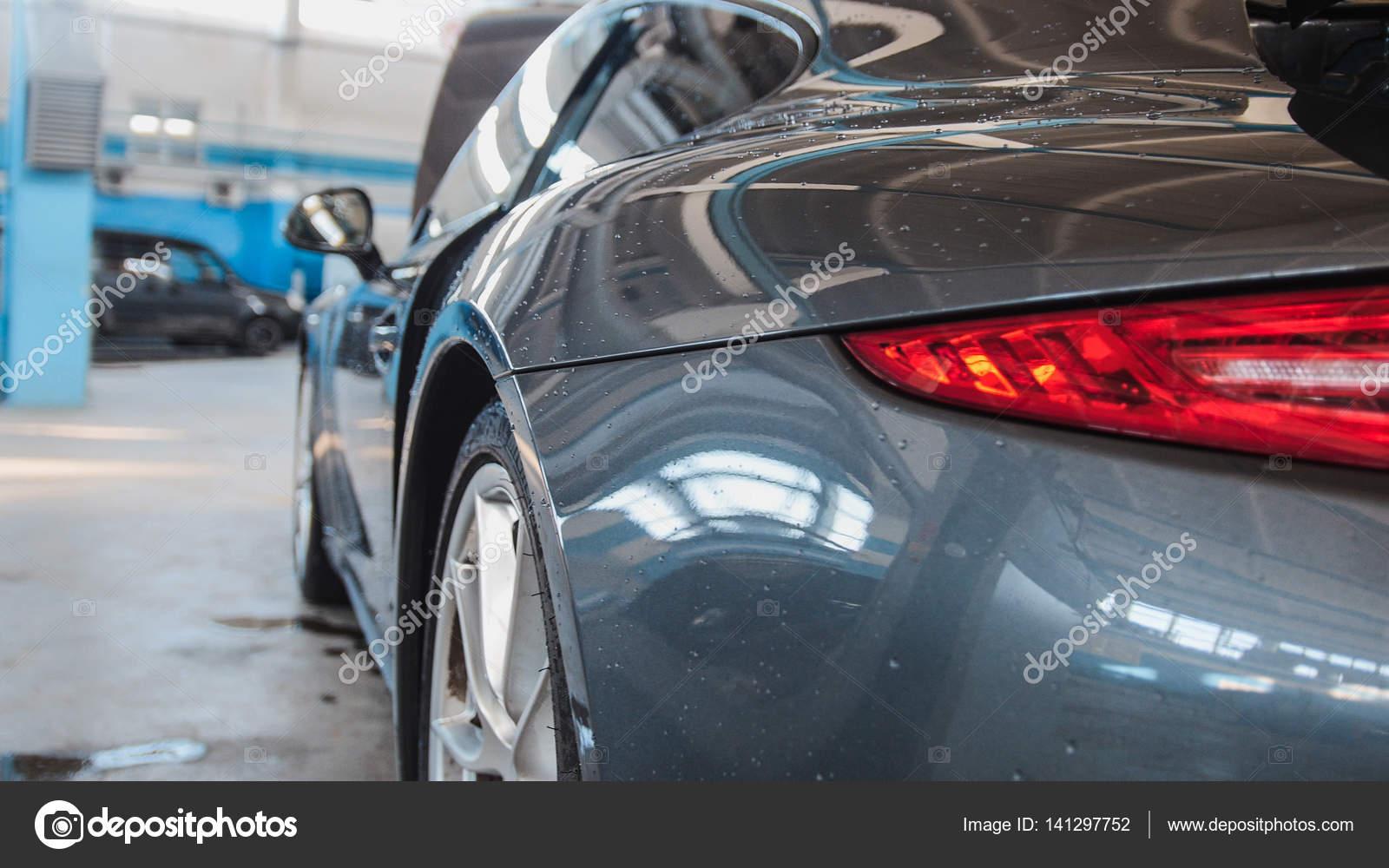 Garaż Samochodowy Luksusowy Samochód Sport Stojący Na Sprawdzanie