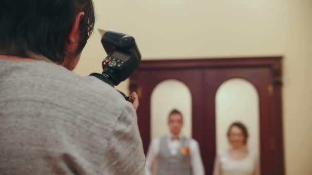 Hochzeitsfotograf fotografiert Brautpaare