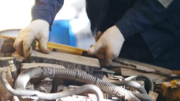 Autó szerelő tartószerkezethez eszköz szolgáltatás, autó közelről