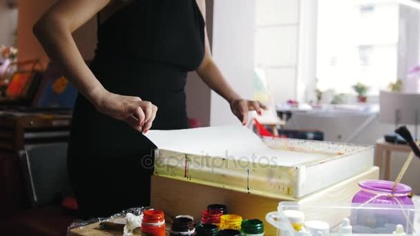 Kapalné Ebru umění technika - Ruční domácí malířské - žena čerpá na vodě - hotový obrázek