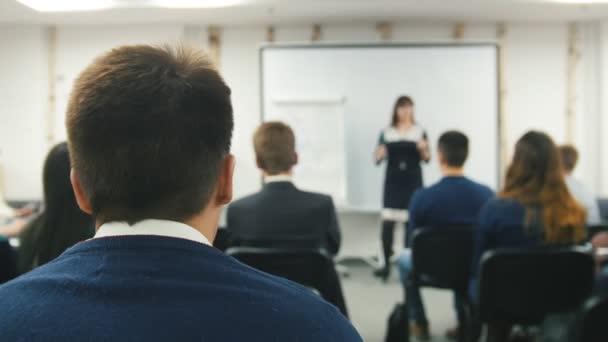 Seminář pro obchodníky - vystoupení na konferenci, de-zaměřil shot