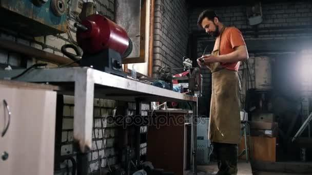 Messen slijpen van ijzeren met sparkles smeden workshop