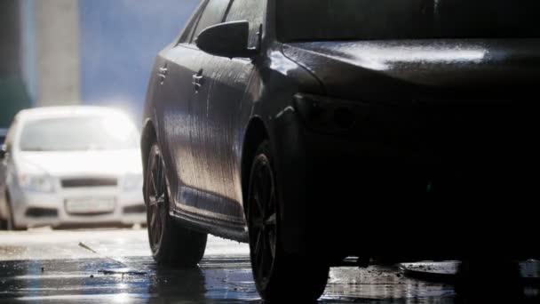 Profesionální mytí v servisu auto, silueta