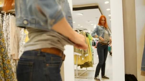 Видео из примерочной моделей, начальница соблазнила на анал