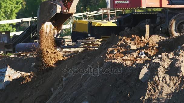 Rypadlo je kopání země a písku na staveništi
