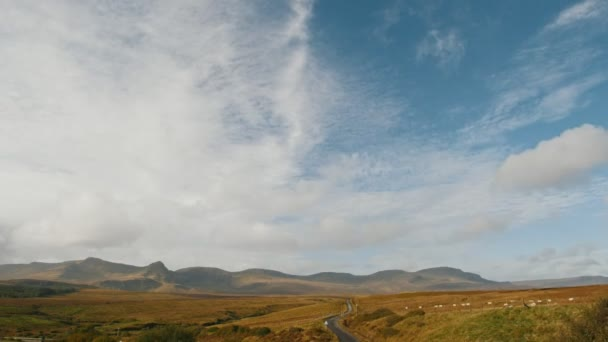 Skotské vysočiny krajina - stáda ovcí v horách - Uk, Časosběr