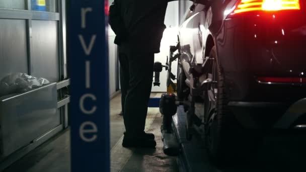 Opravy automobilů v automobilové služby pro upevnění, pracovník detail