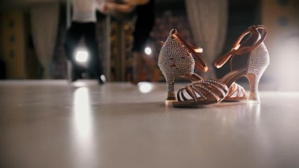 Costumi Uomo Da Latino Ballo Offuscata StudioScarpe Balla In E Che Primo PianoRallentatore Americano Donna iuTOZkXP