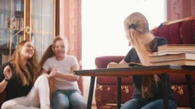 Girls teenagers plays and prevent to do lessons