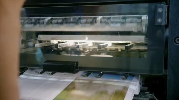 Výrobní linka v kníhtlačiareň profesionální tiskařského stroje