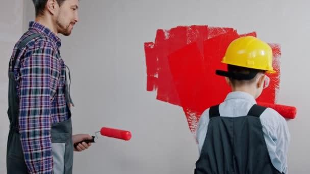 Renovace apartmánů - rodinné malířské stěny v červené barvě