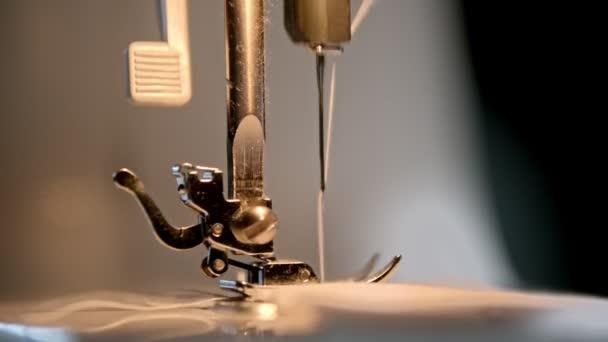 Arbeitsablauf der Nadel einer Nähmaschine