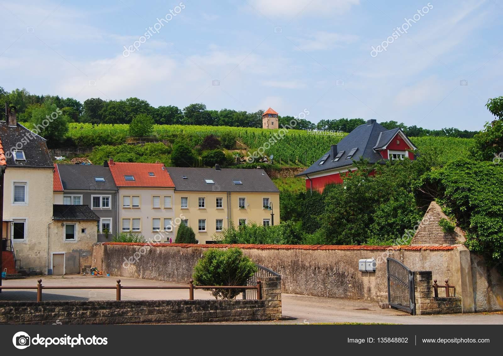 Charmant Schengen, Luxemburg 11. Juli 2014. Straßenansicht In Schengen, Mit Gebäuden  Und Steil