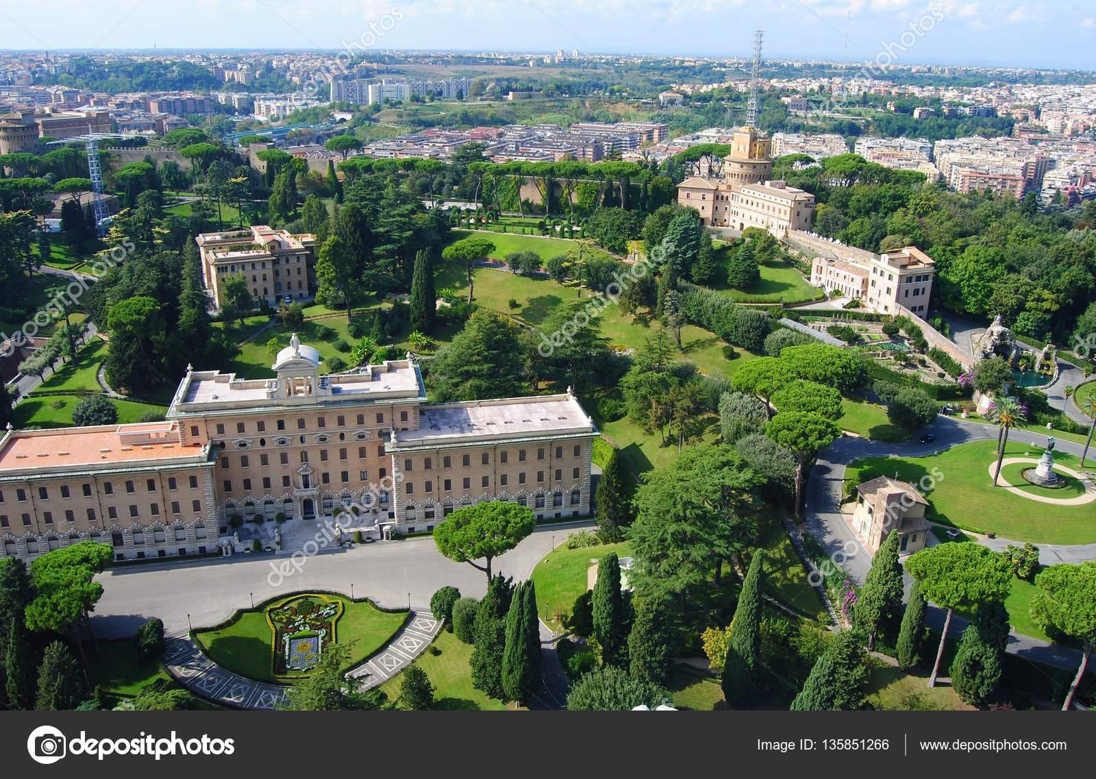 Tuinen Van Het Vaticaan.Uitzicht Over De Vaticaanse Tuinen Redactionele Stockfoto