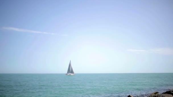 plachetnice v černém moři