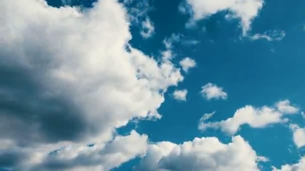 4 k ultra Hd timelapse pohybu mraků a modrá obloha na den
