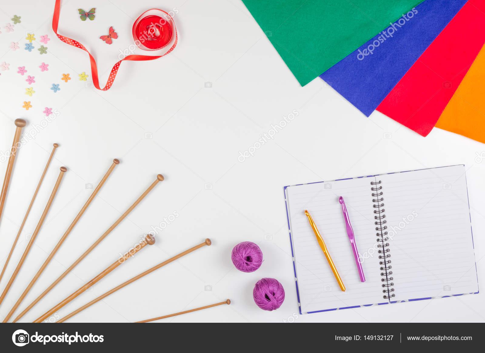 Stricken Nähen Und Häkeln Werkzeuge Mit Notizbuch Aus Papier Auf