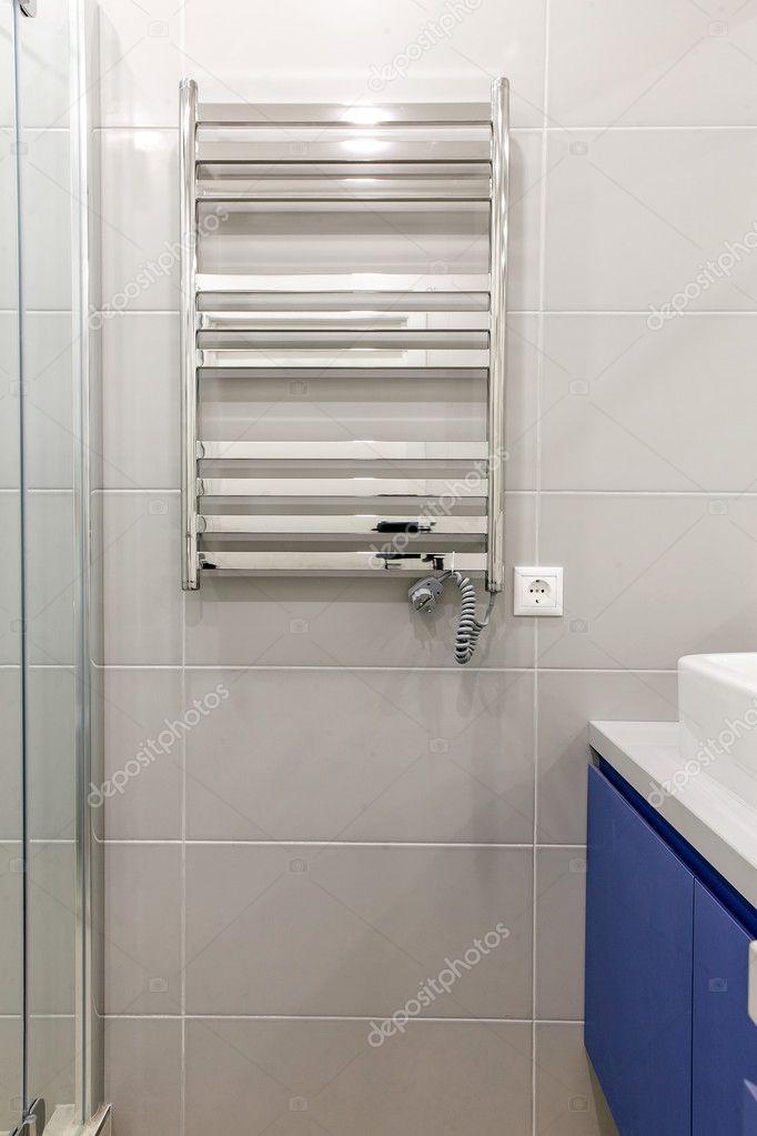 elektrische verwarming in de badkamer — Stockfoto © Tankist41 #127749712