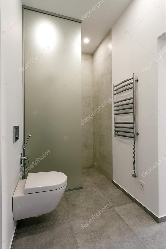 Interni moderni di un bagno con doccia foto stock tankist41 127749760 - Bagno con doccia ...