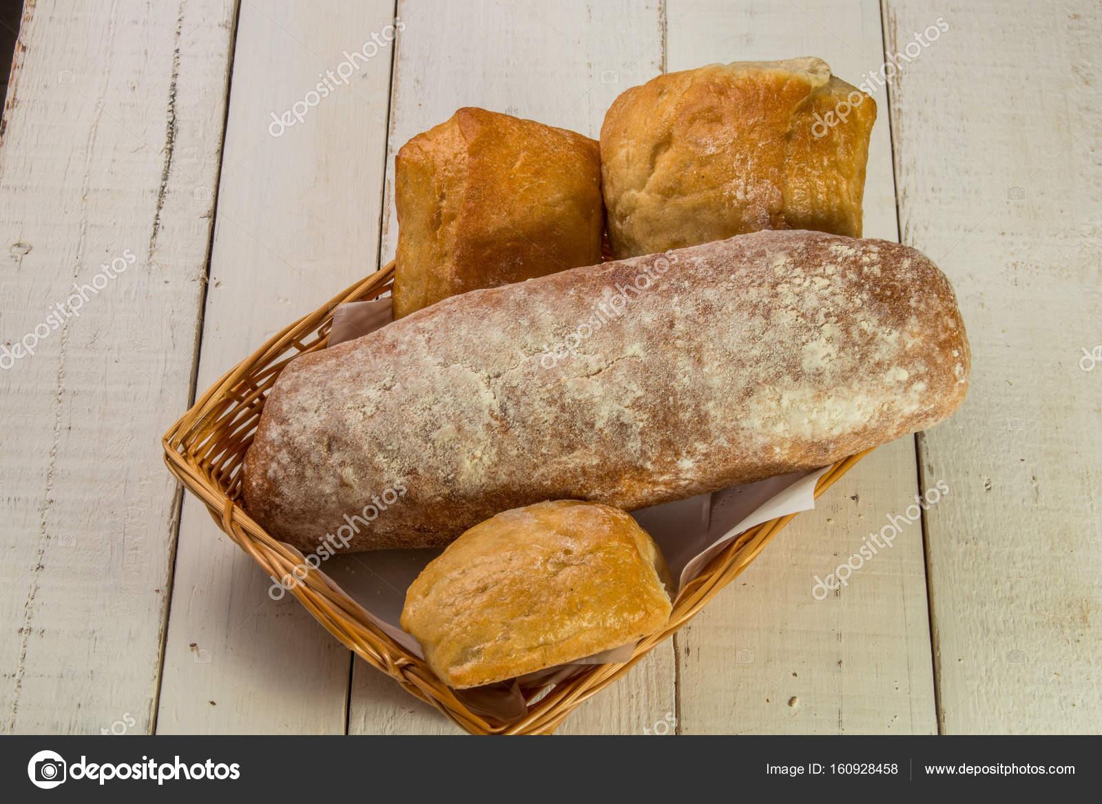 Ekmek Sepetleri Stok Foto Danilosaltarelli 160928458