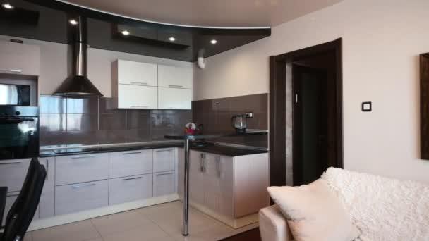 Rusko, Moscow- 15. prosince 2019: interiér apartmá moderní světlé útulné atmosféry. generální úklid, bytová výzdoba, příprava domu na prodej