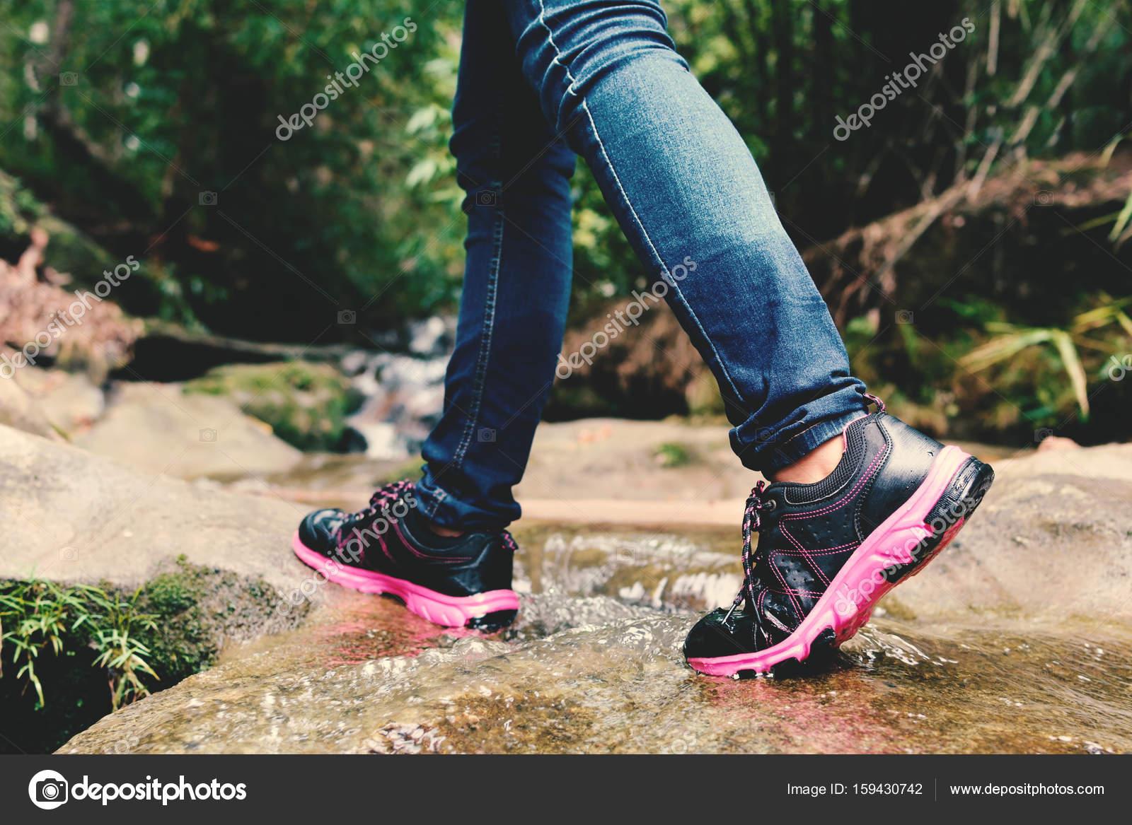 La Naturaleza Mujeres Sqsn7vr De — Las Y En Foto Stock Pies Zapatos eWY9bDH2IE