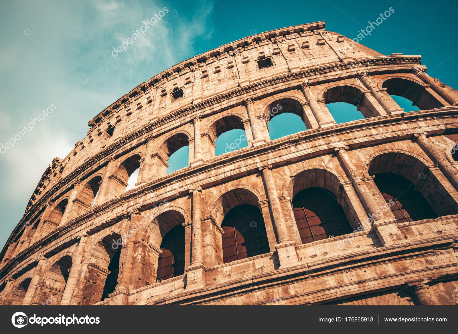 Antiguo Coliseo Roma Atardecer Foto De Stock Kbarzycki 176965918