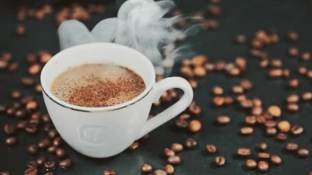 Kávé. Forró kávé Espresso csésze. Kávé vagy Tea. Lassú mozgás