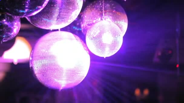 Club, színes fény villog a diszkóban