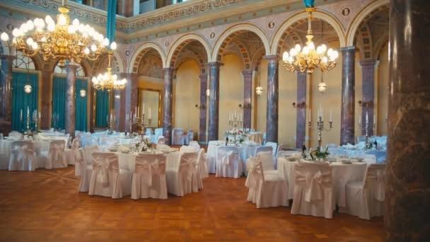 Innenausstattung eines Hochzeitssaals für Gäste