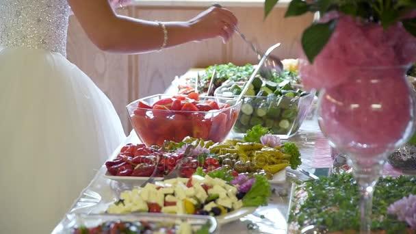 buffet: people take food in the dish