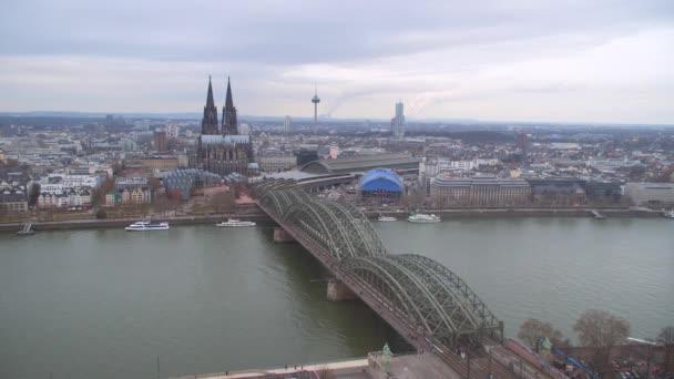 Köln, Stadt-Blick-Brücke und die Kathedrale