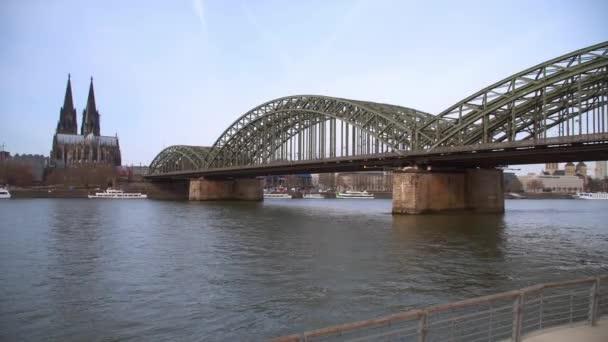 Köln, Brücke mit Blick auf die Stadt und Dom