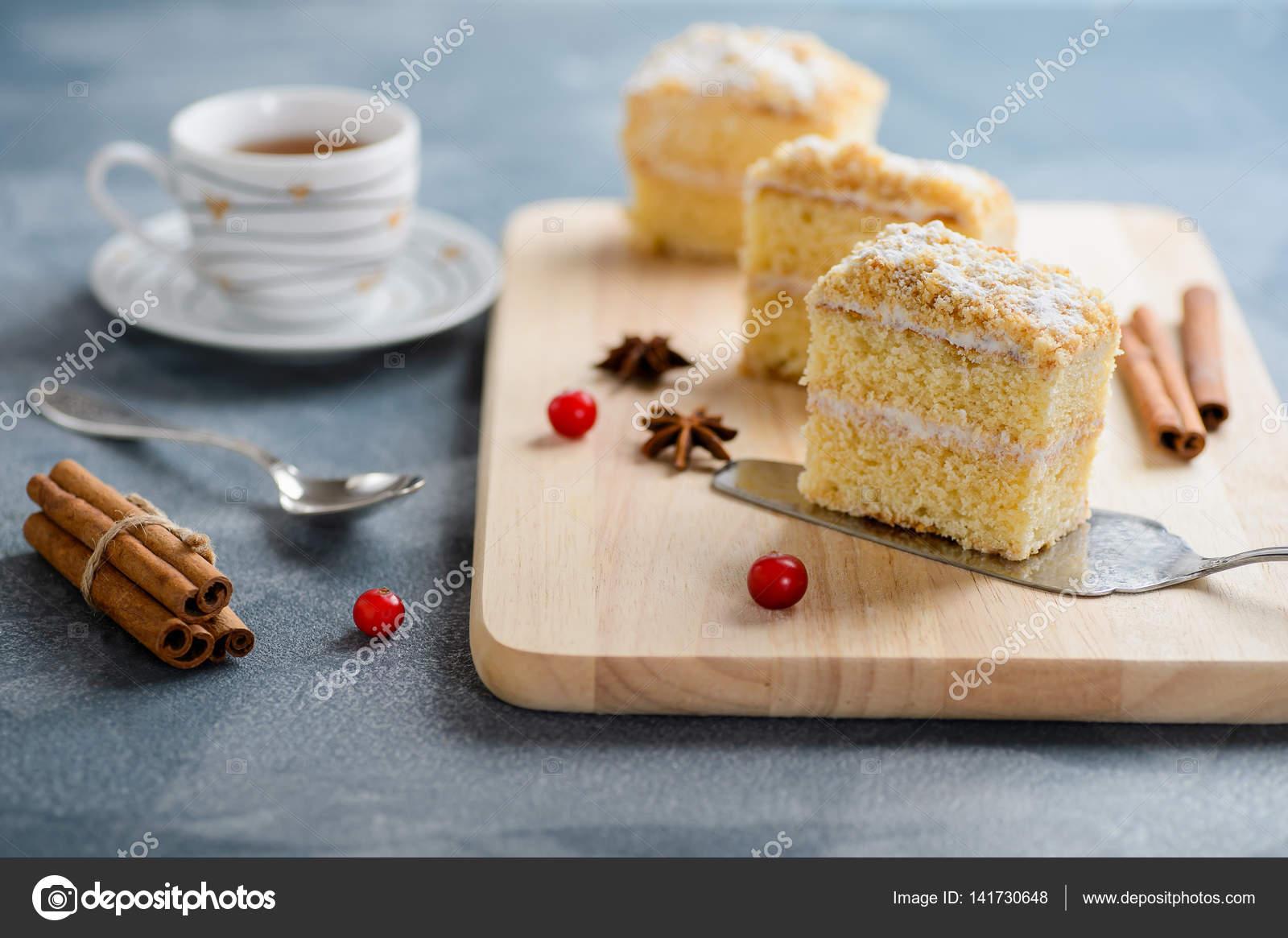 Kızılcıklı pasta tarifi