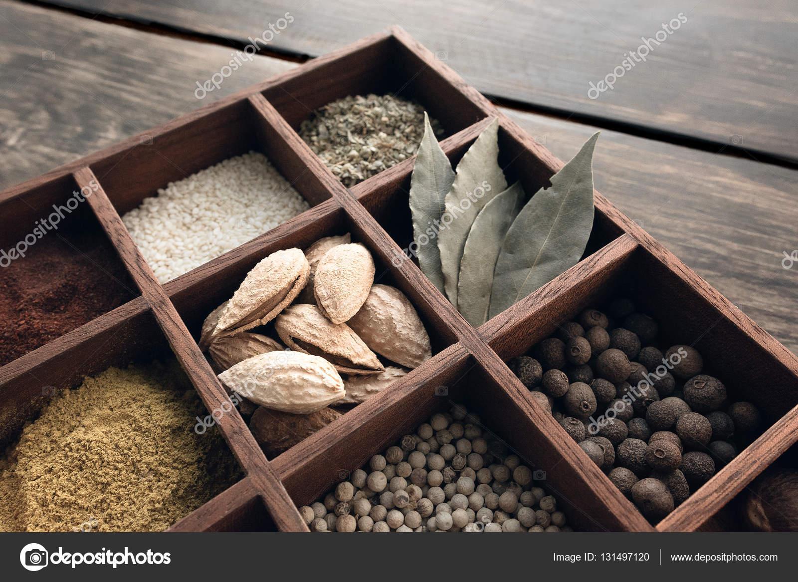 Juego de cocina de especias foto de stock jacklessoutlook condimentos en una bandeja de la caoba africana foto de jacklessoutlook thecheapjerseys Choice Image