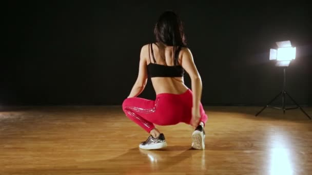 Brunetka holka tanec Twerk