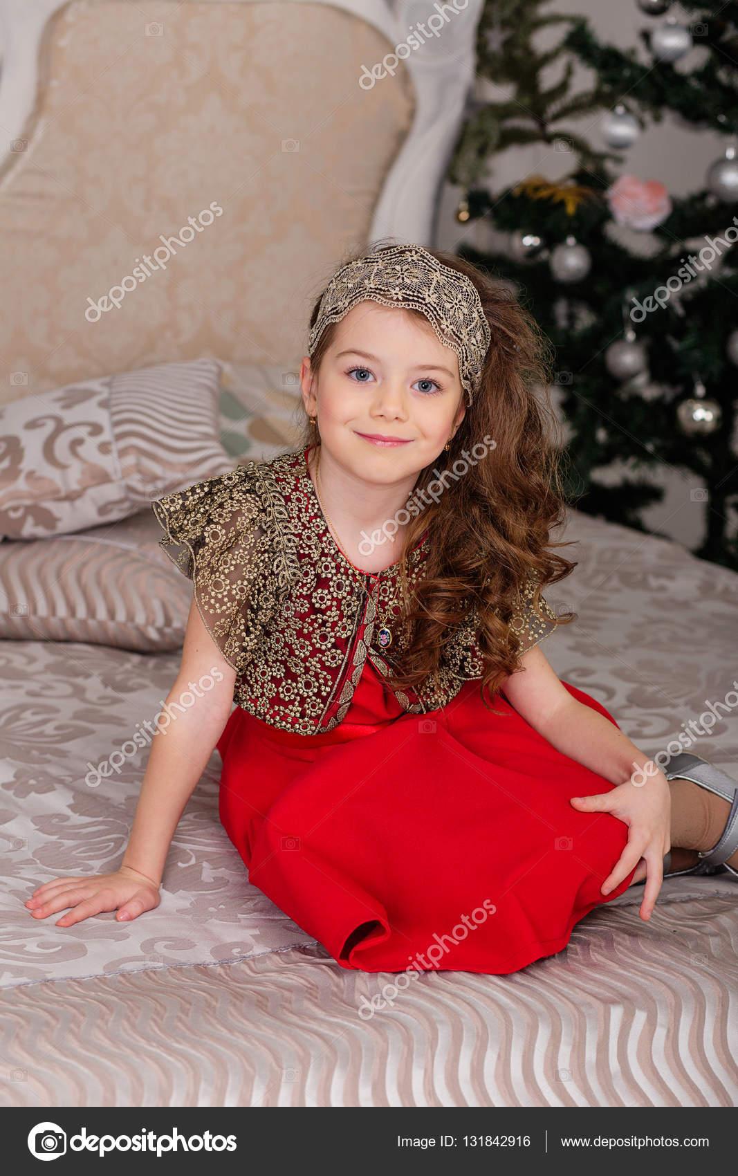 Imágenes Vestidos Rojos De Niñas Niña Hermosa En Un