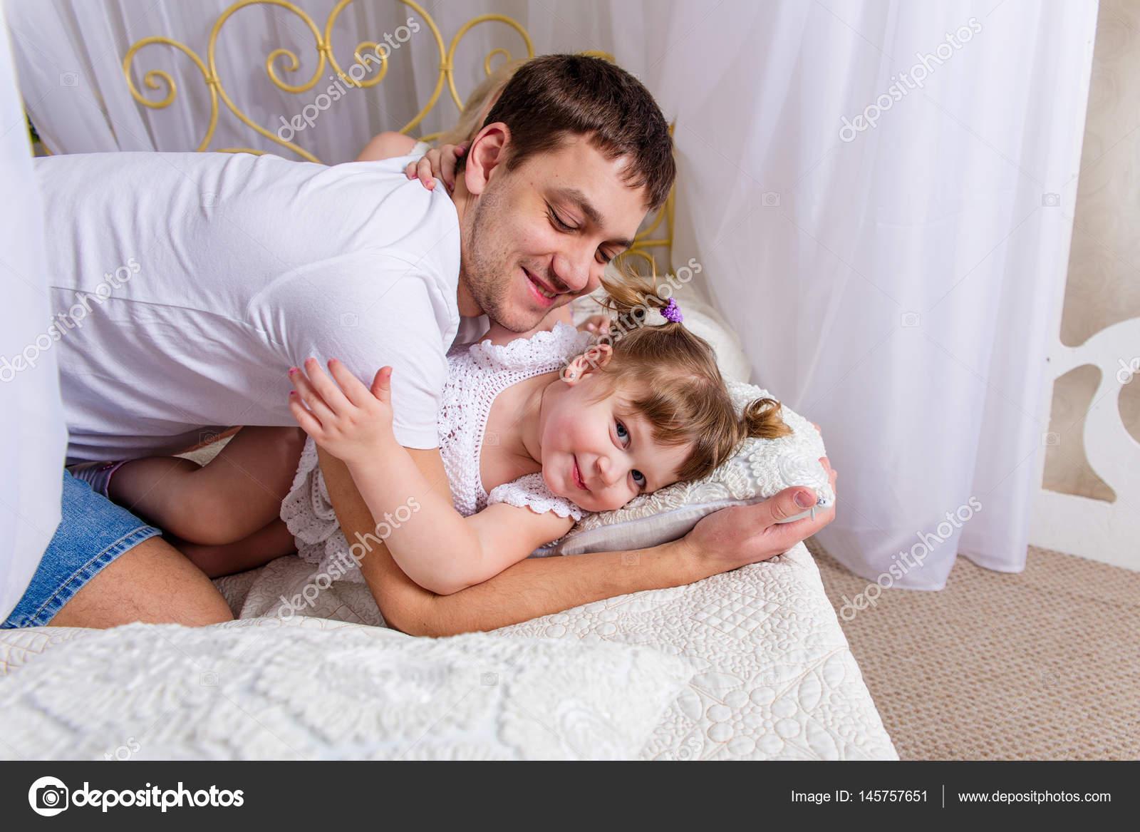 Фото секса пап с дочерьми, Секс папы с дочкой. Смотреть отец с дочкой порно фото 21 фотография