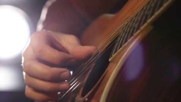 Provedení akordy na akustickou kytaru