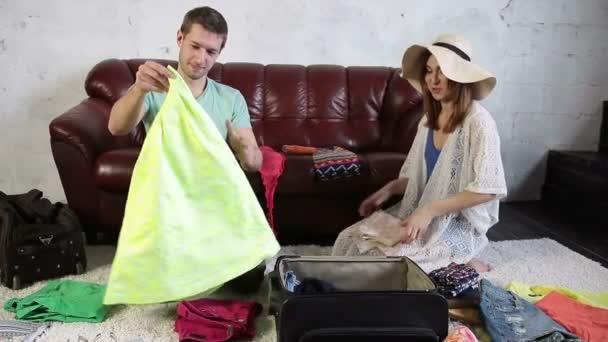 Příprava na dovolenou doma radost pár