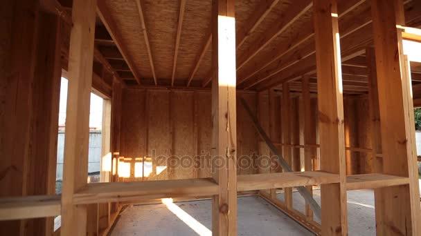 vnitřní rámování nového domu ve výstavbě