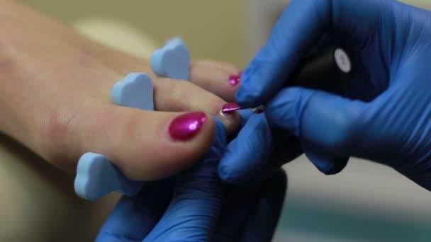 Pedikérka použití lak na nehty