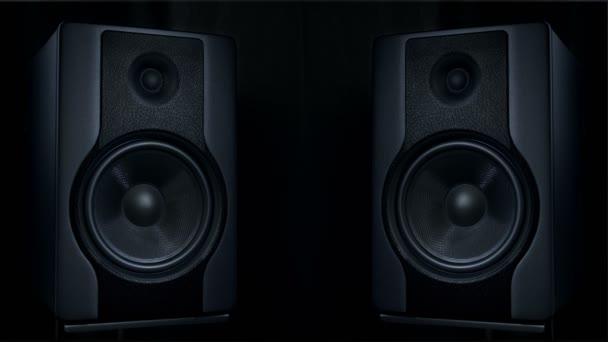 A rezgő két kerek hangszórók