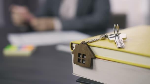 Klíče s dřevěný dům klíčenka dolly zastřelil