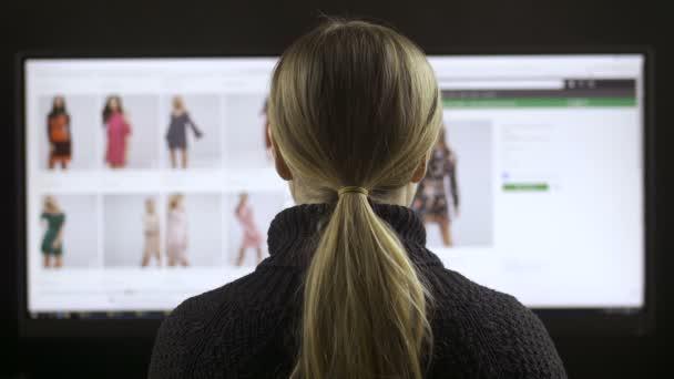 Ženská móda online nakupování na široké obrazovce pc